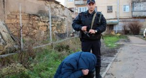 Севастопольские росгвардейцы задержали грабителя-рецидивиста, устроившего ДТП в центре города