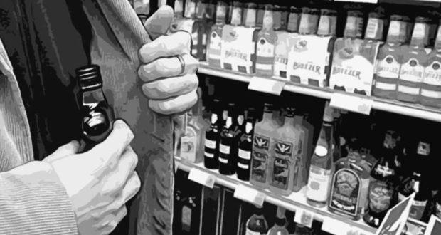 Подготовка к Новому году? В Евпатории сельчанин позарился на элитный алкоголь