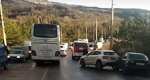В МВД и ГИБДД рассказали подробности и причины серии утренних ДТП под Алуштой