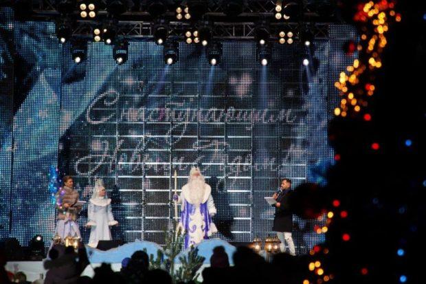 Тысячи горожан приняли участие в открытии главной новогодней елки Севастополя