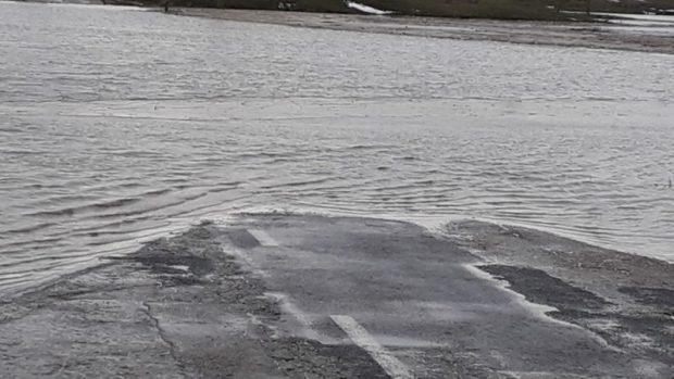 Паводок на востоке Крыма. Водой залило дорогу