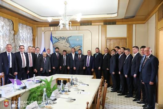 Крым подписал Соглашения о межпарламентском сотрудничестве с ДНР и ЛНР
