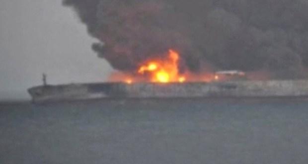 Надежды на спасение почти нет. Пятеро моряков с горящих танкеров все еще не найдены
