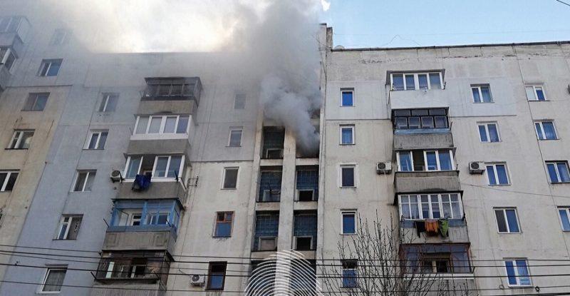 Пожар в Симферополе. Жильцов девятиэтажки эвакуировали спасатели