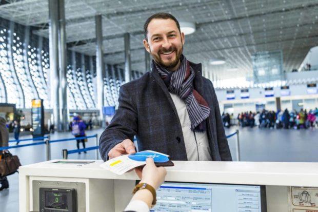 """С Днём всех влюблённых! Аэропорт """"Симферополь"""" поздравил пассажиров"""