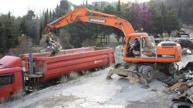 В Ялте ликвидируют огромную стихийную свалку на горе Дарсан