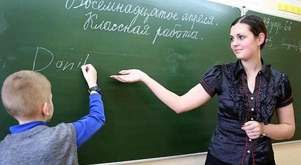 Сказано-сделано. Молодые учителя в Крыму будут получать дополнительно по 5 тысяч рублей ежемесячно