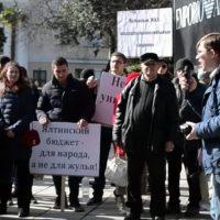 В Ялте прошел митинг против главы местной администрации