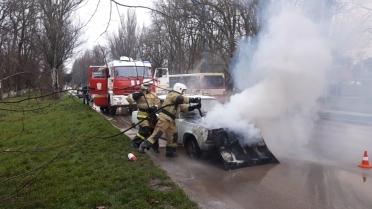 Автопожар в Керчи: «Жигули» загорелись прямо на ходу