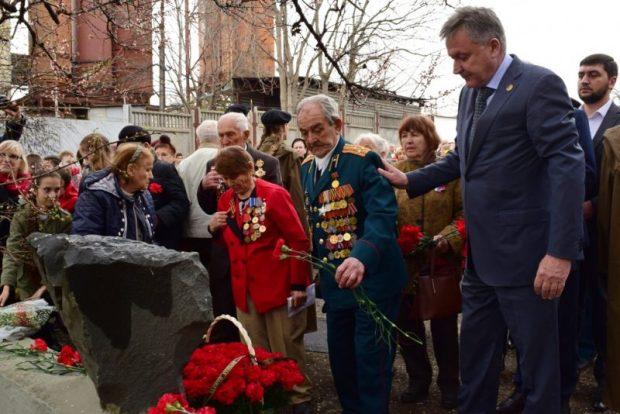 В Симферополе почтили память узников лагеря «Картофельный городок»
