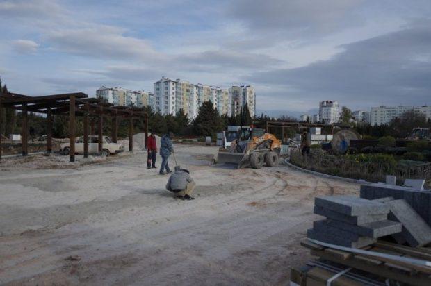 Работы в севастопольском Парке Победы выводят на финишную прямую. На главной аллее