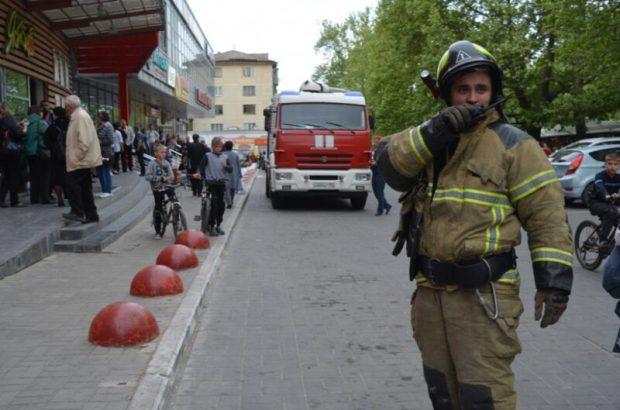 """Пожар в севастопольском супермаркете """"Яблоко"""". Были эвакуированы 80 человек"""