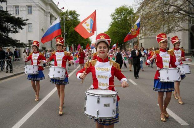 Первомайская демонстрация в Севастополе - 20 тысяч участников