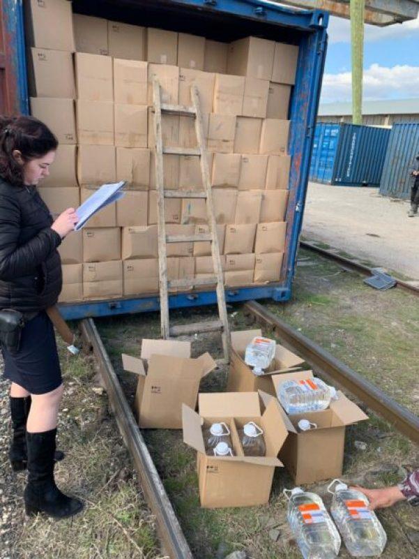 Полицейские перекрыли канал поставки спиртосодержащей продукции в Крым