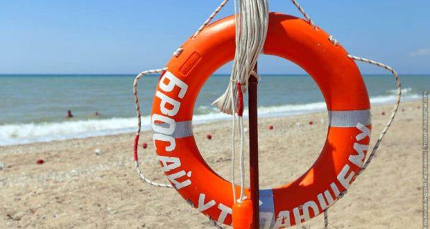 В Черном море, в районе Песчаного спасены два человека