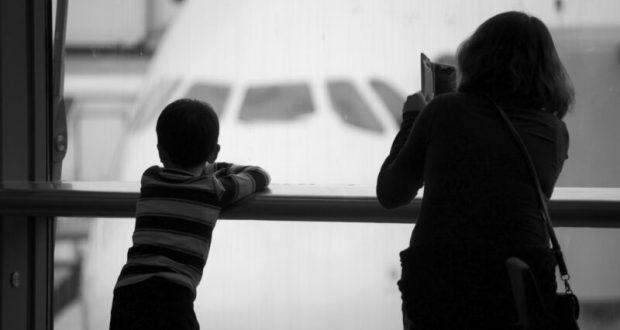 Нотариусы России оформили более миллиона разрешений на выезд ребенка за границу