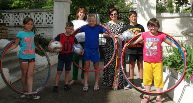 Нотариальная палата Севастополя подарила детям подарки - спорт должен быть любимым занятием