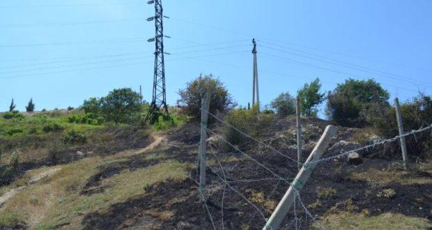 В Балаклаве произошёл крупный пожар на открытой территории