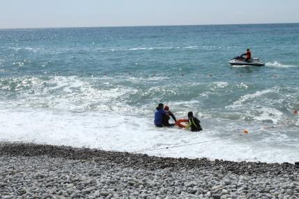 ЧП в Алуште: в акватории погиб мужчина - спасал тонущую женщину