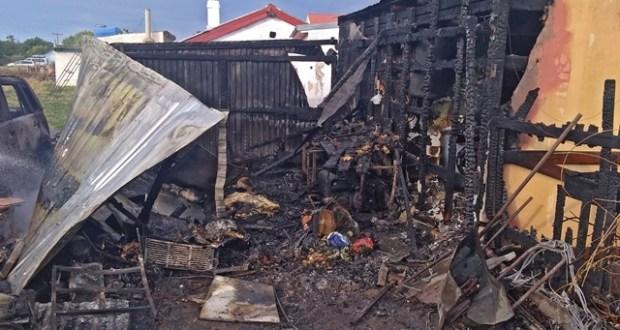 Пожар в с. Оленевка: автомобиль сгорел вместе с гаражом