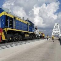 С открытием движения поездов по Крымскому мосту топливо на полуострове подешевеет, но чуть-чуть