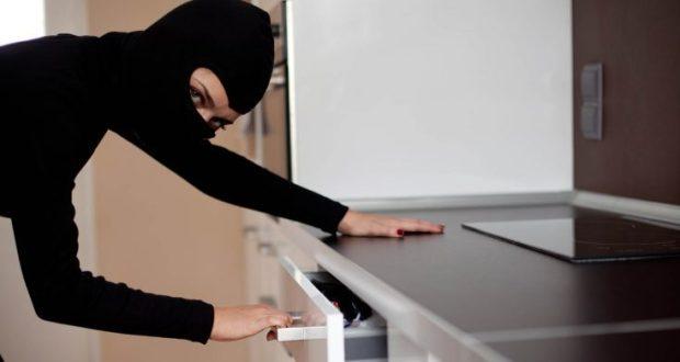 В Севастополе задержали женщину - подозревают в кражах из частных домов