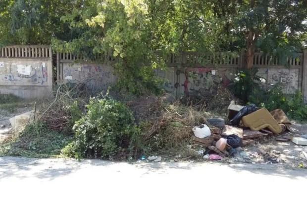 В Симферополе то и дело образуются мусорные навалы