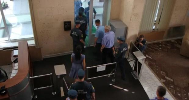 В здании ГУ МЧС России в Крыму эвакуировали сотрудников