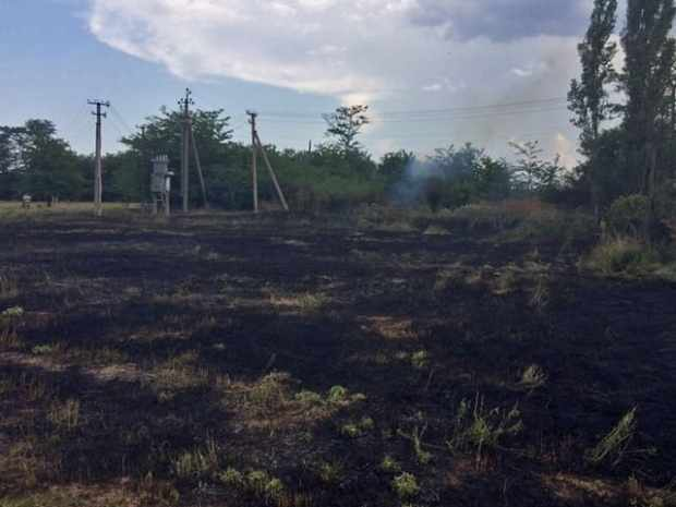 Крымские пожарные ликвидировали возгорания сухой растительности в трех районах