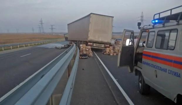 Страшное вечернее ДТП на трассе «Таврида»: от ВАЗа осталась груда металла, водитель погиб