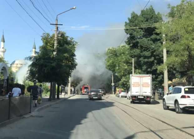 Автопожар в Евпатории: сгорел припаркованный автотрейлер
