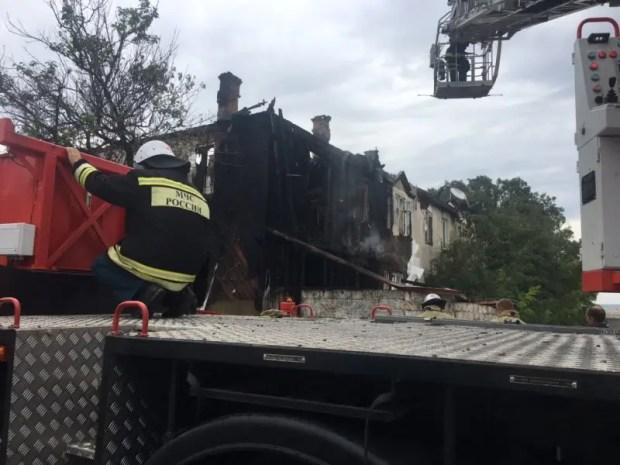 В Севастополе разбираются с последствиями крупного пожара - утром горел жилой дом