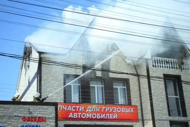 Пожар в Симферополе: загорелся третий этаж частного домовладения