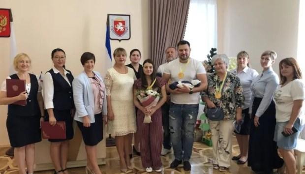 """В Симферополе в 2019 году родилось 4 тысячи малышей. """"Юбилейным"""" стал первенец Матвей"""