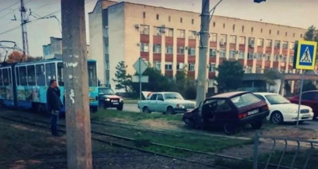 Утреннее ДТП с участием трамвая в Евпатории парализовало движение электротранспрорта