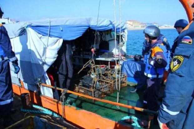 В акватории Феодосийского залива МЧС продолжает работы на затопленном теплоходе «Жан Жорес»