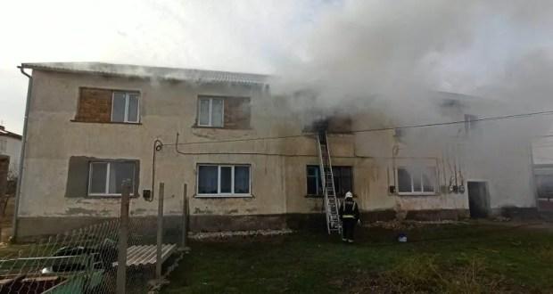 На пожаре в крымском селе Митяево эвакуировали 6 человек, одного из спасенных пришлось госпитализировать