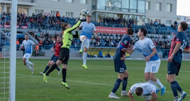 В Премьер-лиге Крымского футбольного союза – смена лидера: на первом месте – «Евпатория»