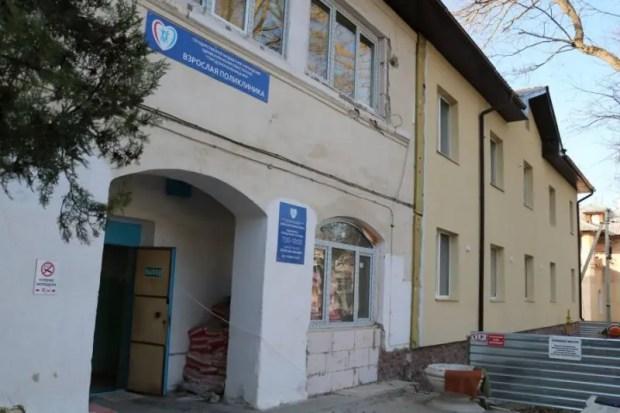 Капремонт взрослой поликлиники в Инкермане завершён на 50%