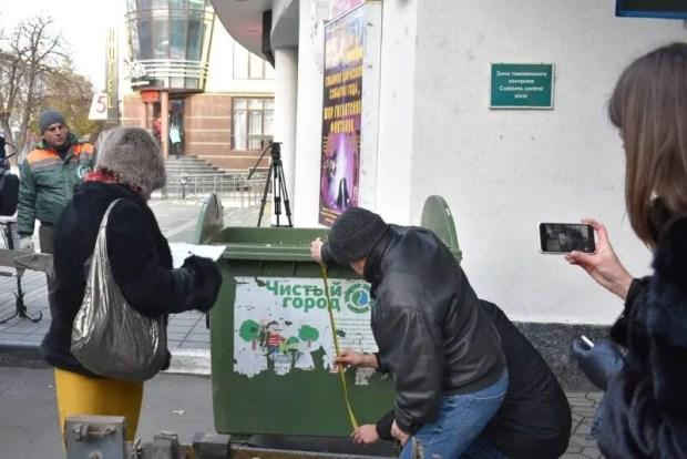В Симферополе замеряют и рассчитывают нормы накопления мусора на контейнерных площадках