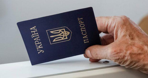 На Украине осложнили жизнь согражданам, что едут в Россию. Теперь только по загранпаспорту