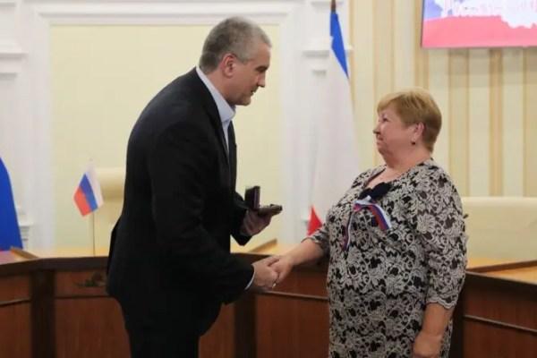 Сергей Аксёнов вручил награды крымчанам в честь Дня Конституции Российской Федерации