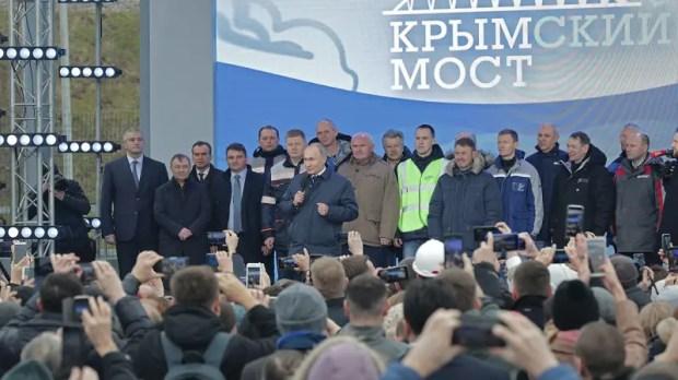Открыто железнодорожное движение по Крымскому мосту. Что сказал Путин строителям