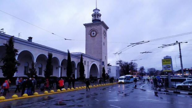 Как железнодорожный вокзал Симферополя встречает пассажиров
