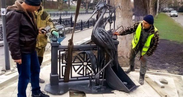 На набережной Салгира в Симферополе появилась скульптурное изображение цапли Симы