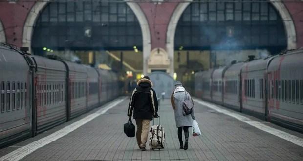 На первые поезда в Крым раскуплены почти все билеты