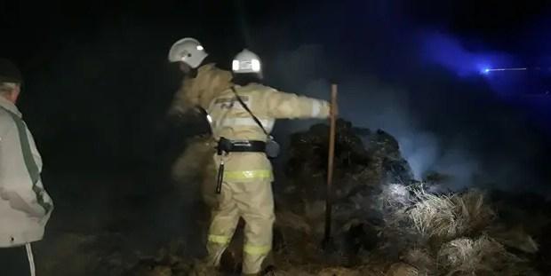 Пожар в Раздольненском районе Крыма - горели тюки сена
