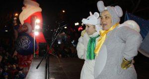 В Феодосии новогоднюю ёлку открывали символы наступающего года - мышата