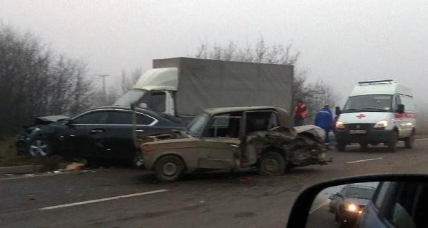 ДТП на объездной под Симферополем: фура, ВАЗ, «Nissan» и «ГАЗель» устроили огромную пробку