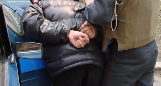 В Севастополе сотрудники патрульно-постовой службы задержали наркодилера «с товаром»